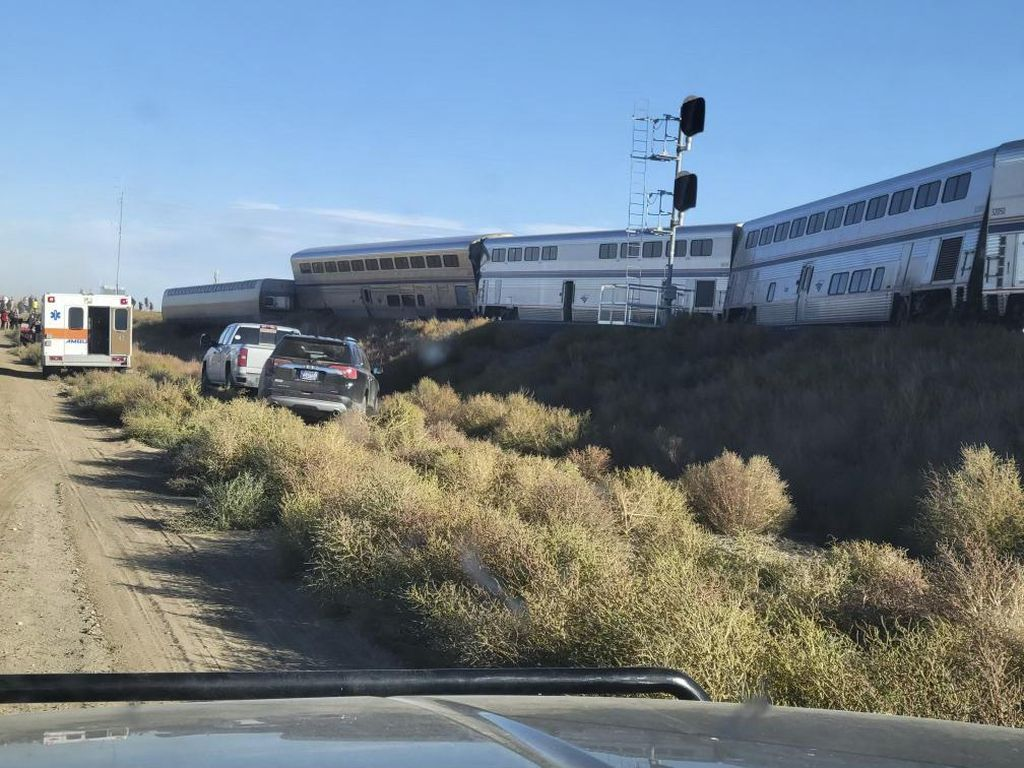 Kereta Amtrak Anjlok di Montana AS, 3 Orang Tewas