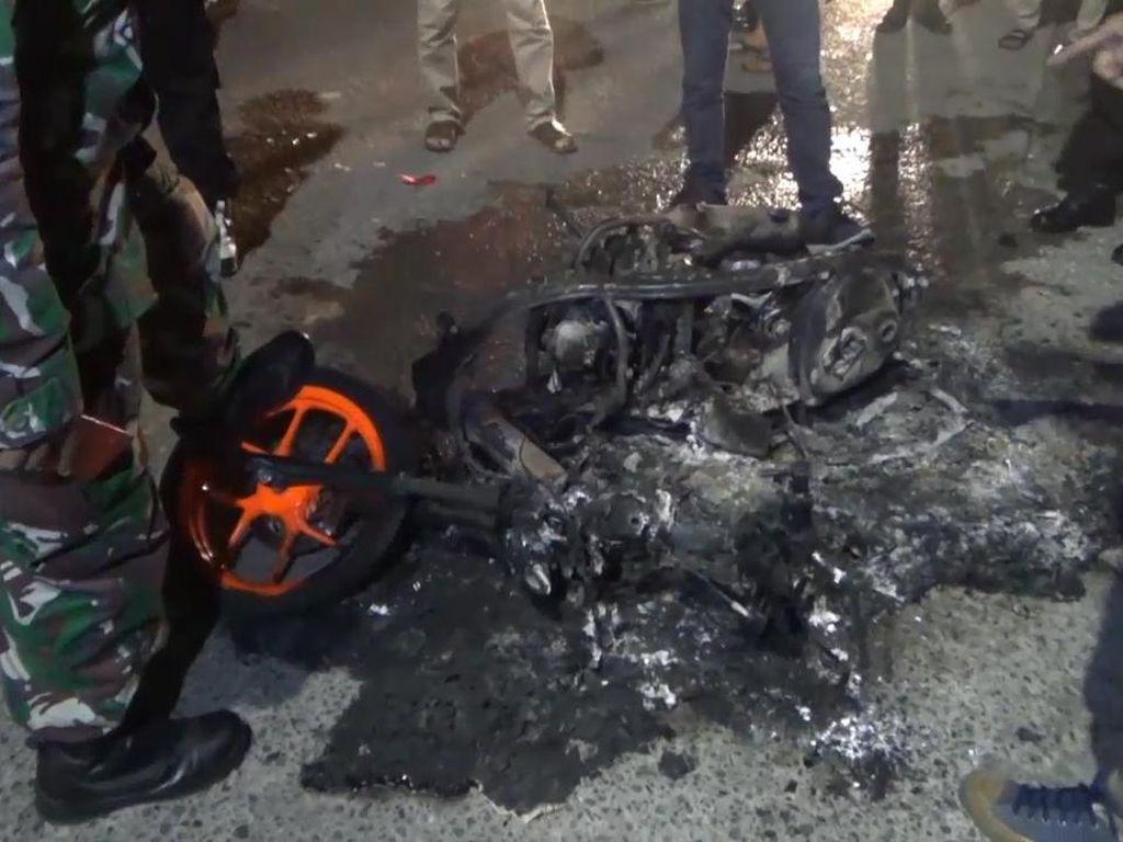 Tawuran Antarkelompok Warga di Makassar, 1 Motor Dibakar