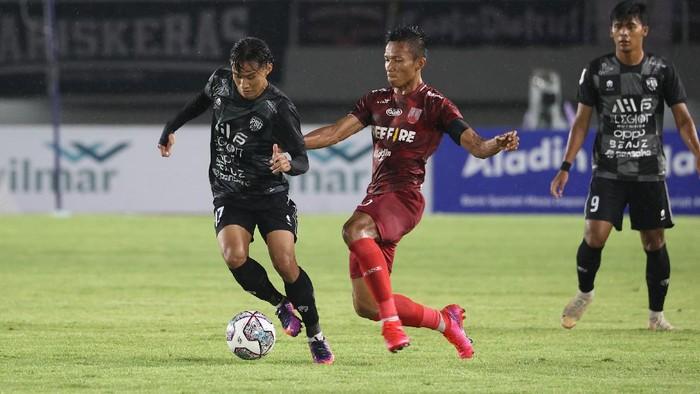 Persis Solo sukses menumbangkan PSG Pati pada laga pertama Liga 2 2021. Laskar Samber Nyawa menang 2-0 di Stadion Manahan, Solo, Minggu (26/9/2021).