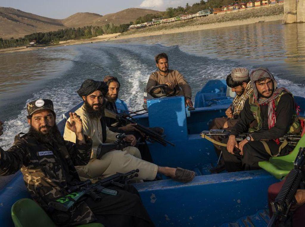 Larangan Pamer Selfie hingga Berwisata Bagi Petempur Taliban