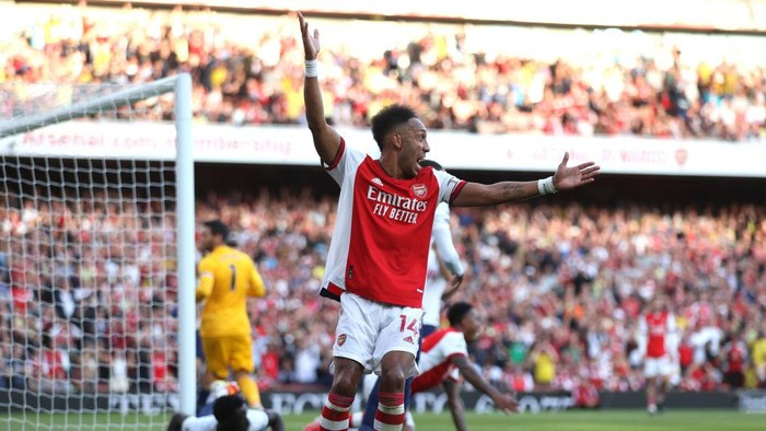 LONDON, ENGLAND - SEPTEMBER 26: Pierre-Emerick Aubameyang of Arsenal reacts during the Premier League match between Arsenal and Tottenham Hotspur at Emirates Stadium on September 26, 2021 in London, England. (Photo by Julian Finney/Getty Images)