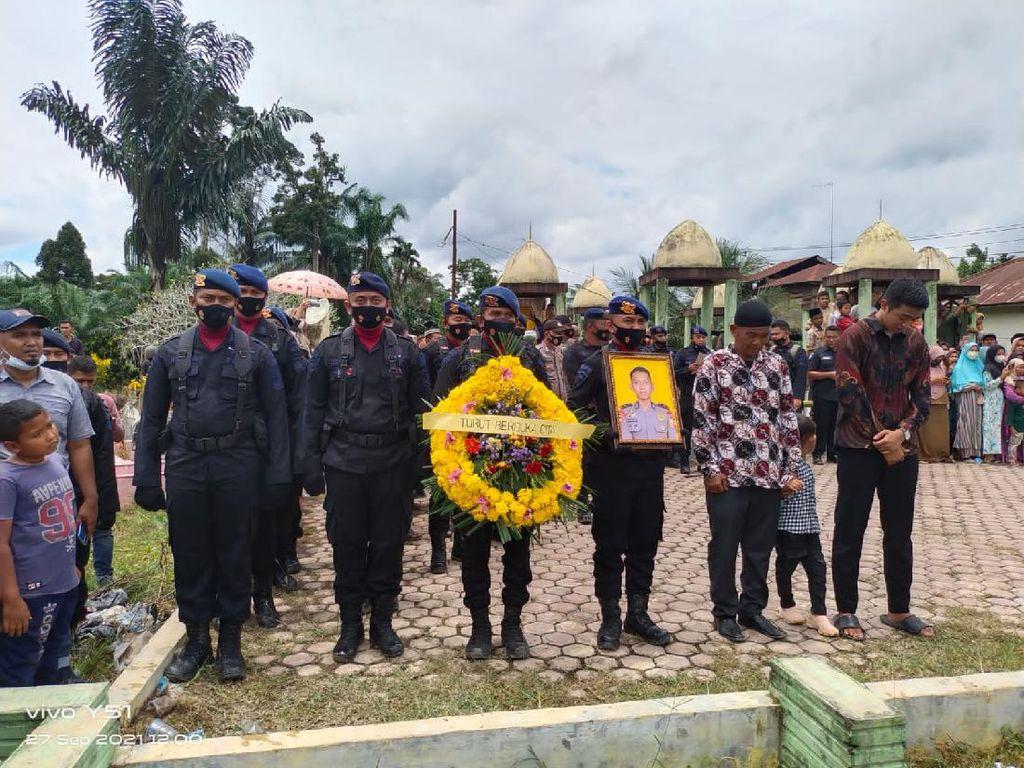 Suasana Haru Pemakaman Bharatu Kurniadi Gugur Ditembak KKB Papua