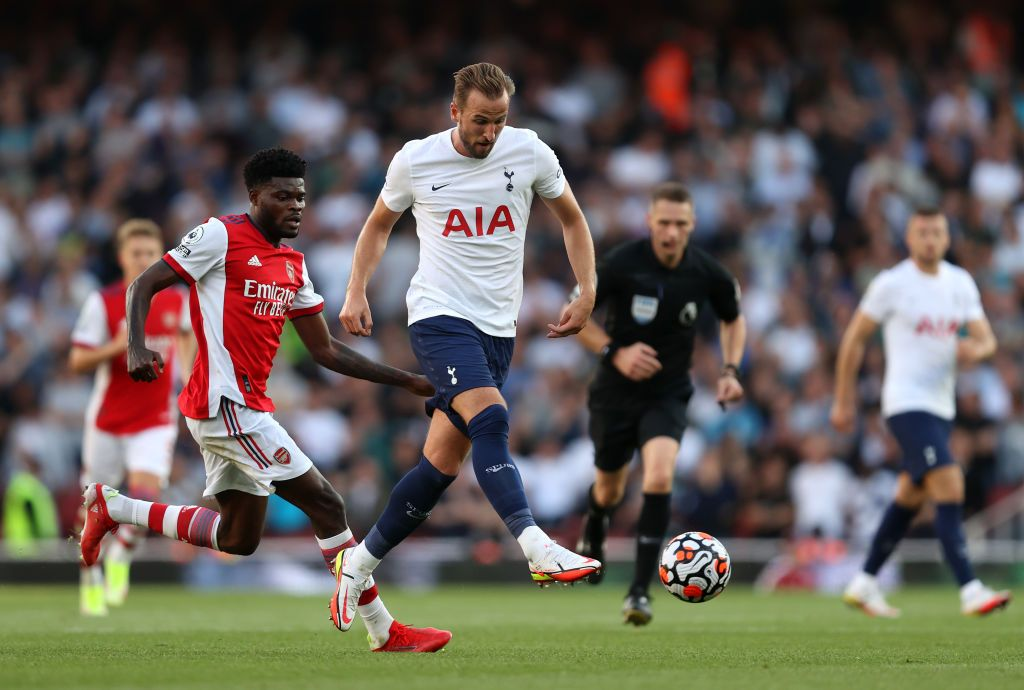 LONDON, ENGLAND - SEPTEMBER 26: Harry Kane of Tottenham Hotspur reacts after a missed chance during the Premier League match between Arsenal and Tottenham Hotspur at Emirates Stadium on September 26, 2021 in London, England. (Photo by Clive Rose/Getty Images)