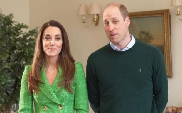 Kate Middleton dengan Blazer Warna Hijau