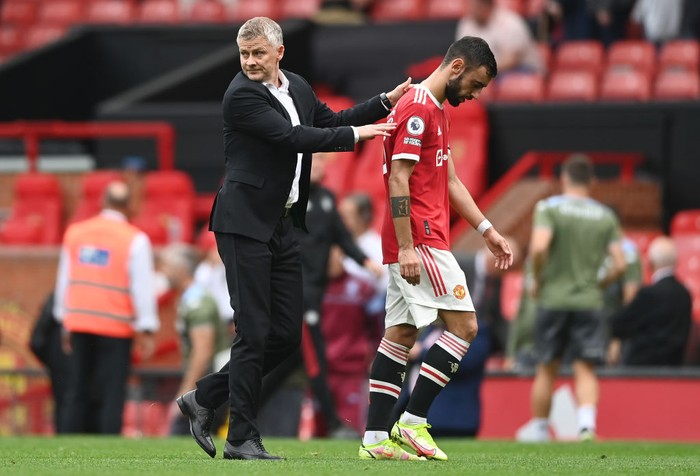 MANCHESTER, ENGLAND - SEPTEMBER 25: Ole Gunnar Solskjaer, Manager of Manchester United with Bruno Fernandes after the Premier League match between Manchester United and Aston Villa at Old Trafford on September 25, 2021 in Manchester, England. (Photo by Gareth Copley/Getty Images)