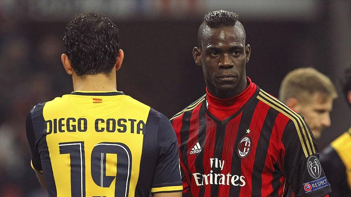 MILAN, ITALY - FEBRUARY 19:  Mario Balotelli (R) of AC Milan and Diego Costa of Club Atletico de Madrid look on during the UEFA Champions League Round of 16 match between AC Milan and Club Atletico de Madrid at Stadio Giuseppe Meazza on February 19, 2014 in Milan, Italy.  (Photo by Marco Luzzani/Getty Images)