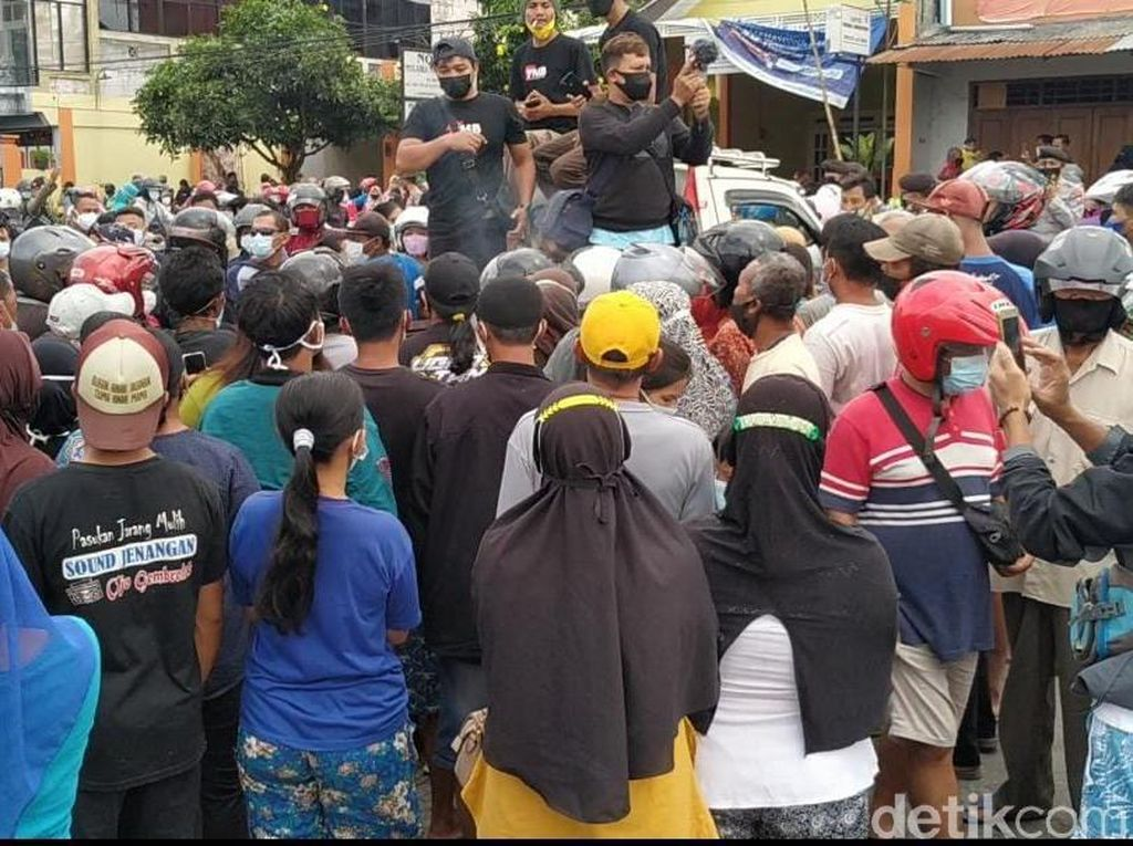 Demo Peternak di Blitar Diserbu Emak-emak Sebelum Dibubarkan Polisi