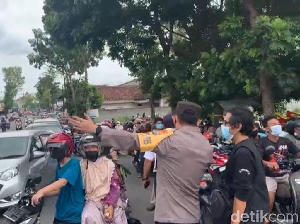 Demo Peternak di Blitar Juga Dibubarkan Karena Tak Berizin