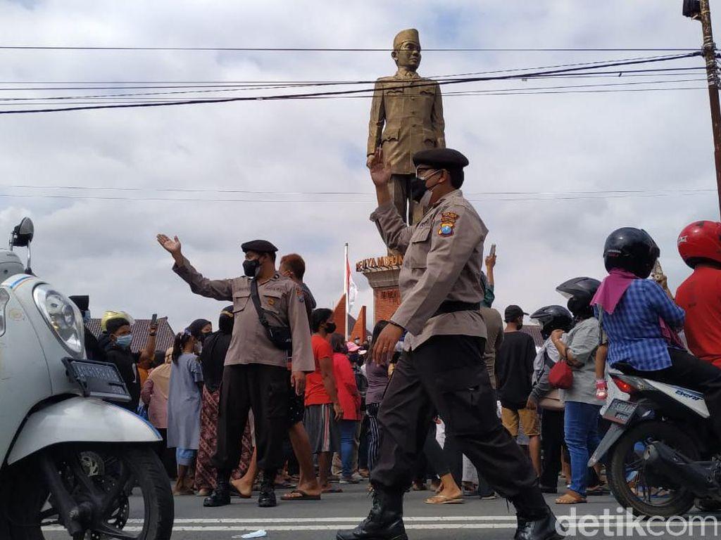 Demo Ribuan Peternak di Blitar Dibubarkan Polisi