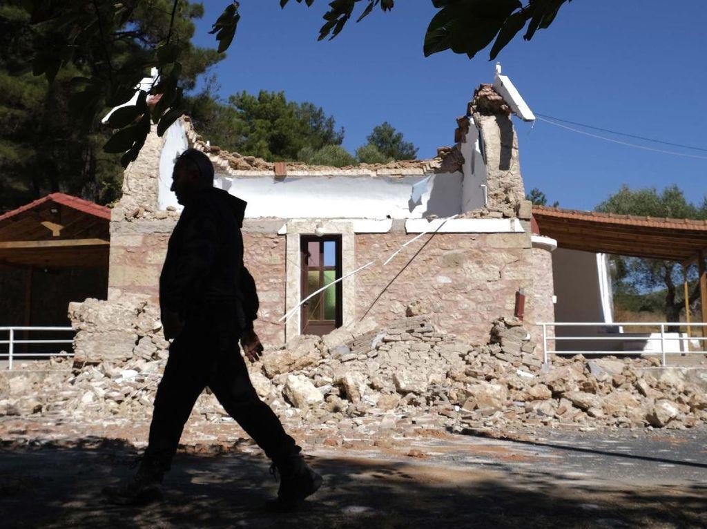 Gereja dan Sekolah di Yunani Rusak Diguncang Gempa