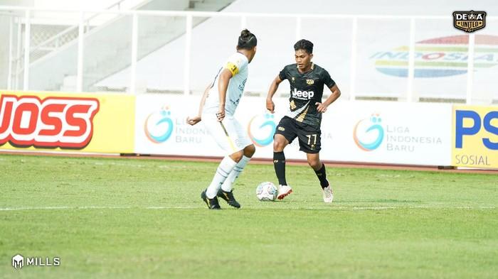 Dewa United melawan Rans Cilegon dalam laga pertamanya di Liga 2 2021.