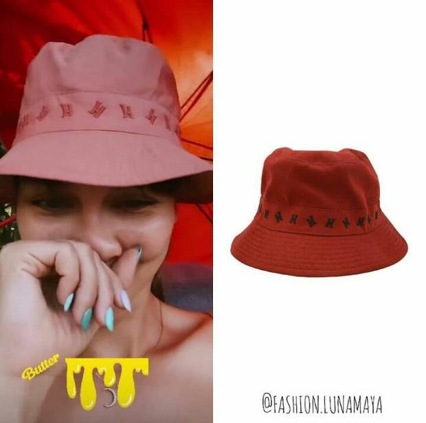 Topi berwarna pink cantik 'Bob In Canvas' milik Luna Maya berasal dari rumah mode ternama, yaitu Hermes.