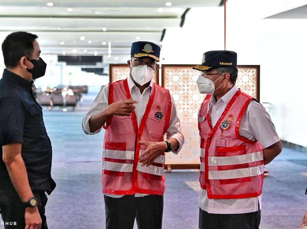 Cegah Antrean Penumpang, Menhub Minta Tambah Fasilitas PCR di Bandara