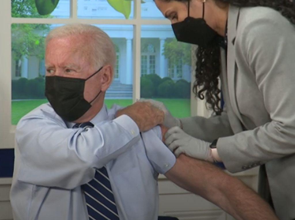 Momen Joe Biden Disuntik Vaksin Booster Pfizer: Ini Aman & Efektif