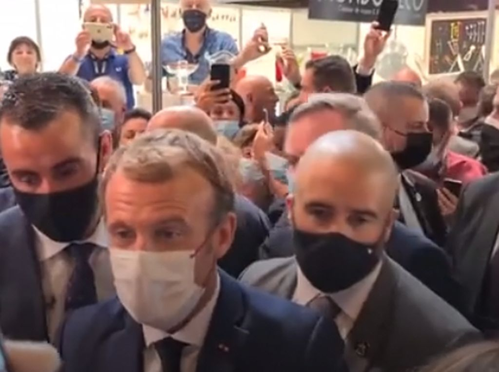 Duh! Presiden Prancis Emmanuel Macron Dilempar Telur