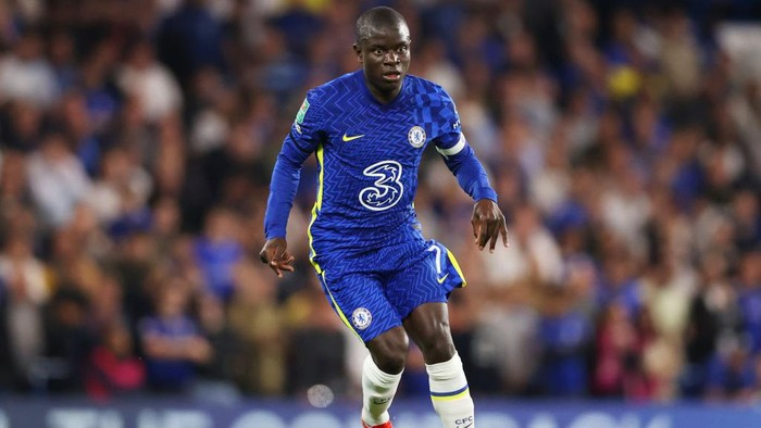 LONDON, ENGLAND - SEPTEMBER 22: Ngolo Kante of Chelsea runs with the ball during the Carabao Cup Third Round match between Chelsea and Aston Villa at Stamford Bridge on September 22, 2021 in London, England. (Photo by James Chance/Getty Images)