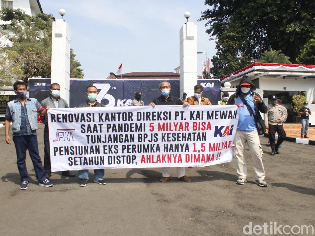 Tuntut Tunjangan BPJS Dibayarkan, Pensiunan PT KAI Demo Depan Kantor Pusat