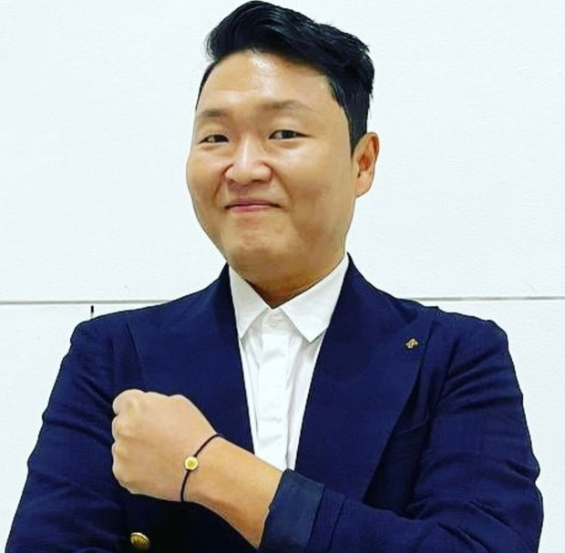 """Pemilik dari agensi """"PNation"""" ini juga berhasil menempatkan dirinya sebagai artis korea termahal."""
