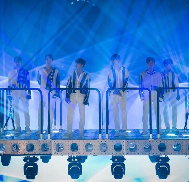 Shinhwa debut pada tahun 1998 dibawah naungan SM Entertainment, boygrup satu ini berhasil menjadi grup generasi pertama yang masih bertahan hingga sekarang.