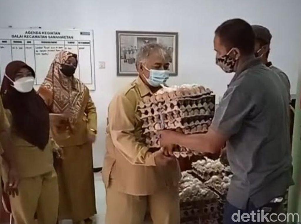 Suroto Tak Ikut Demo, Namun Telur Ayamnya Diborong Rp 19 Ribu/Kg