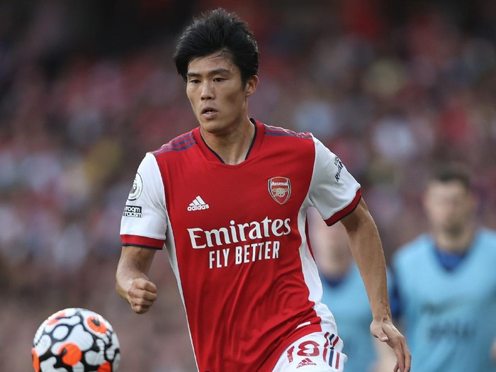 LONDON, ENGLAND - SEPTEMBER 26: Takehiro Tomiyasu of Arsenal in action during the Premier League match between Arsenal and Tottenham Hotspur at Emirates Stadium on September 26, 2021 in London, England. (Photo by Julian Finney/Getty Images)