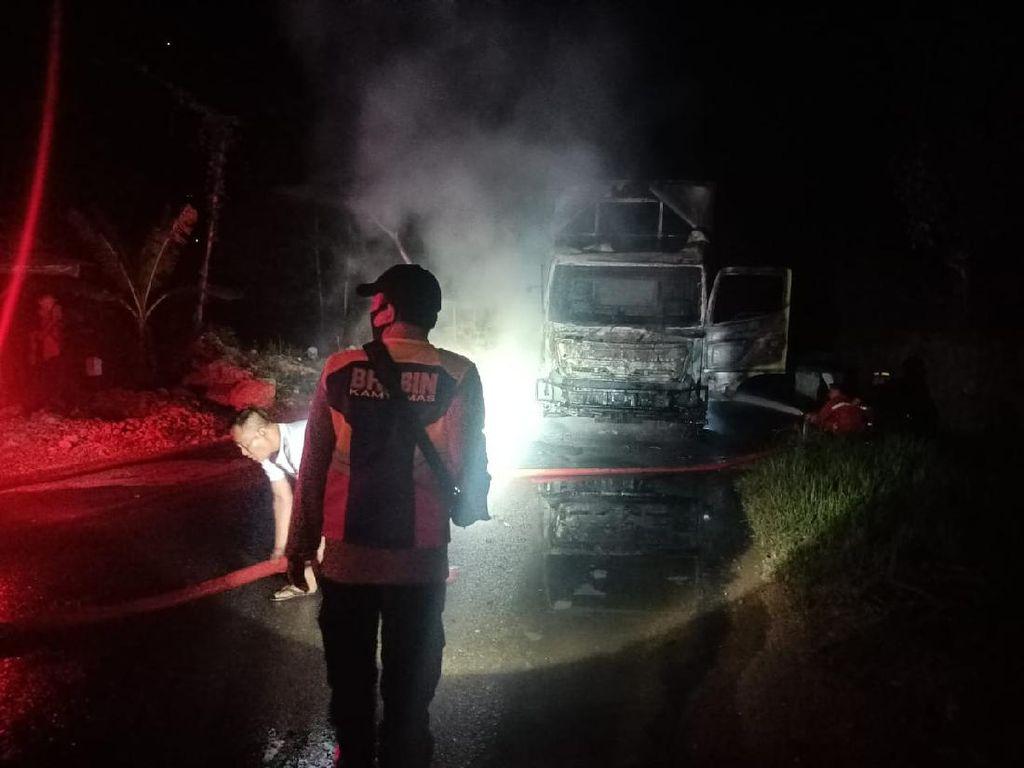 Truk Tronton Hangus Terbakar di Jalur Pacitan-Ponorogo