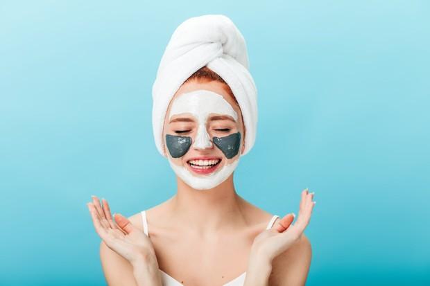Belilah skincare sesuai kebutuhan, bukan hanya karena trend | Foto: freepik/lookstudio