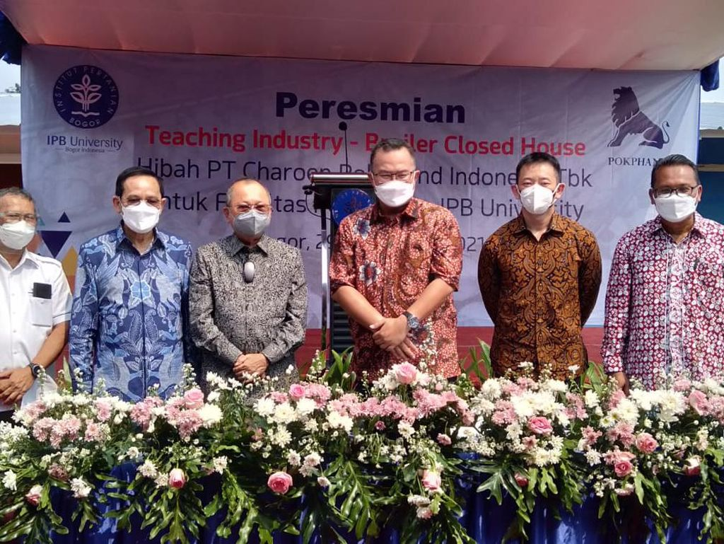 Charoen Pokphand Sumbang Kandang Ayam Broiler Rp 1,7 Miliar ke IPB