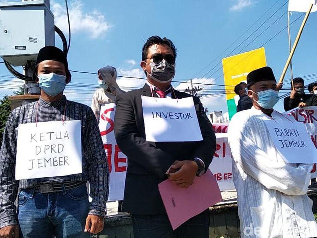 Puluhan Mahasiswa Jember Demo Tolak Tambak dan Tambang Pasir Besi