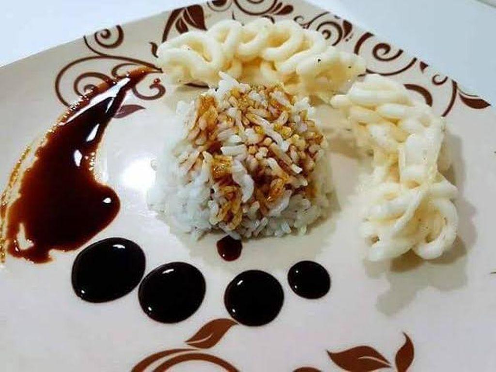 Kreatif! Food Plating Sulap Nasi Lauk Kerupuk Jadi Menu Restoran
