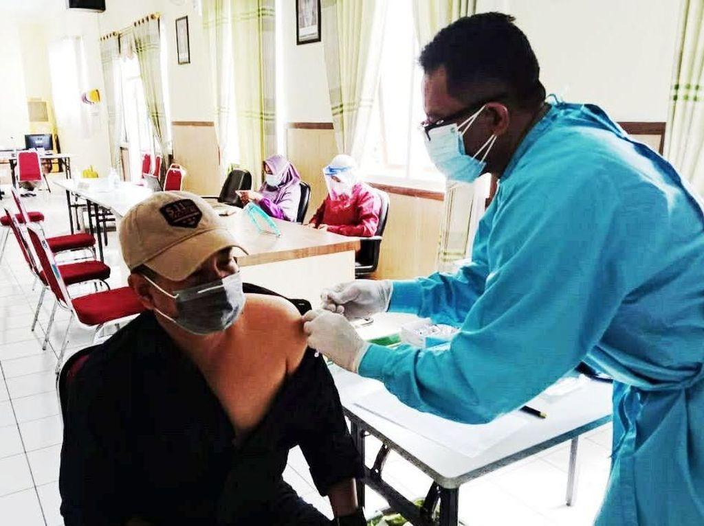 Saat Nabi Ikut Vaksinasi di Situbondo