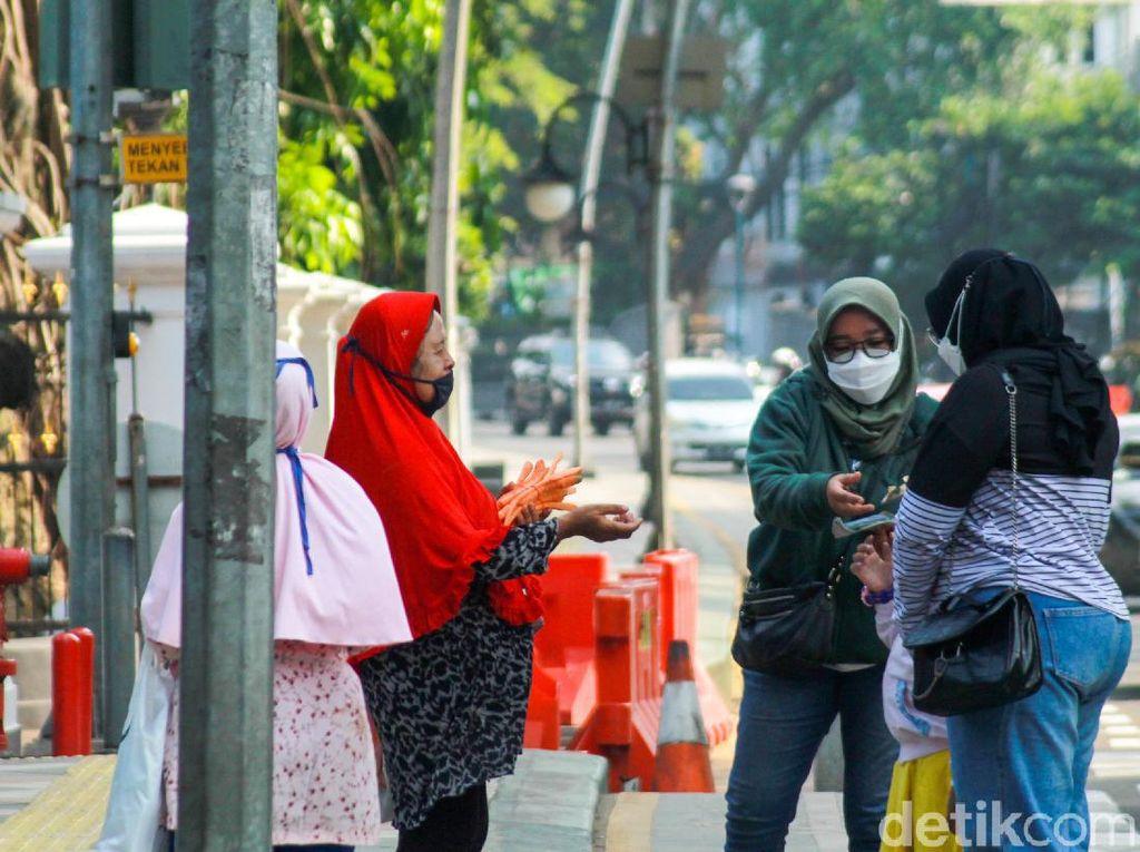 Pilu Pedagang Wortel Kebun Raya Bogor: Seharian Tanpa Pembeli
