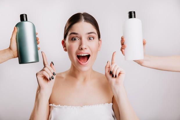 Utamakan basic skincare sebelum membeli skincare yang lain | Foto: freepik/lookstudio