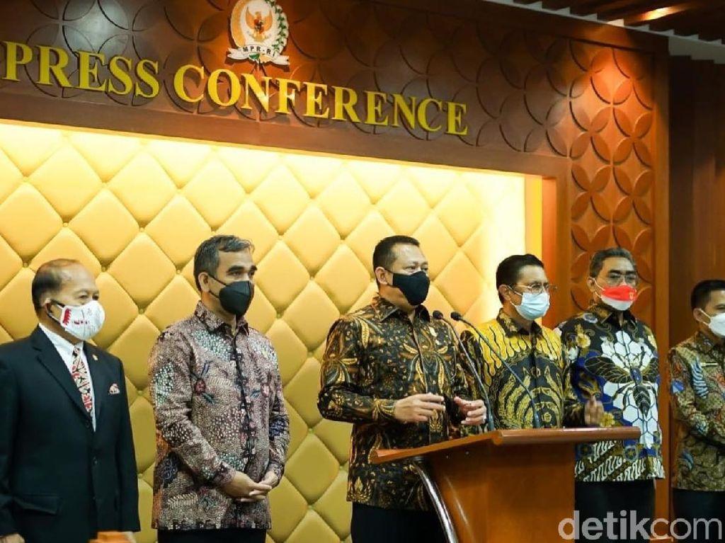 Adu Batik Pesohor di Senayan