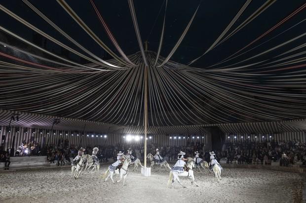 Rodeo Meksiko dalam fashion show Dior/