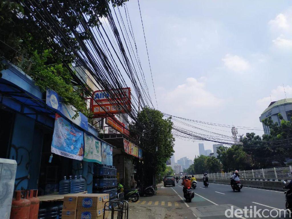 Sudah 30 September, Kabel-kabel Mampang Prapatan Belum Juga Masuk Tanah