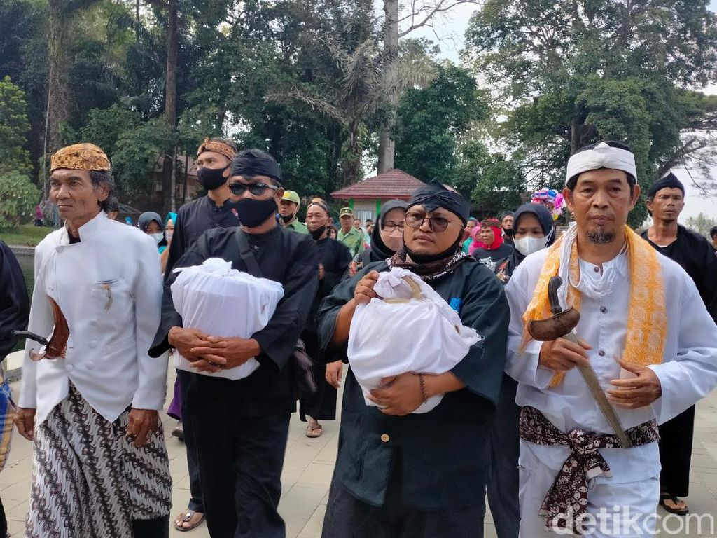 Potret Upacara Adat Kawin Cai di Kuningan