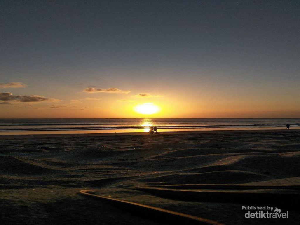 Tiada Duanya Senja di Pantai Kuta Bali