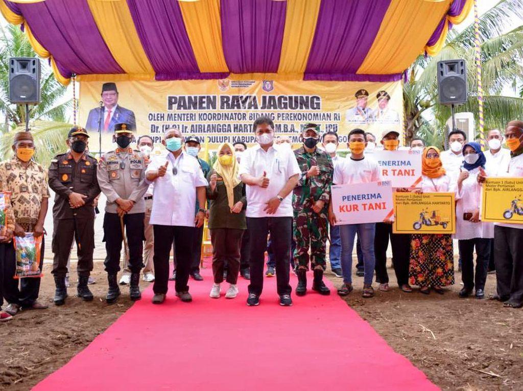 Airlangga Lepas Pengiriman 23.000 Ton Jagung Antar Pulau di Gorontalo
