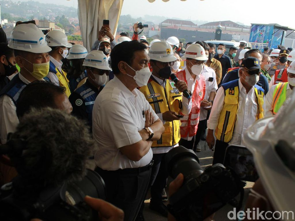 Tinjau Progres Pembangunan Tol Cisumdawu, Luhut: Tuntas 2022 Awal