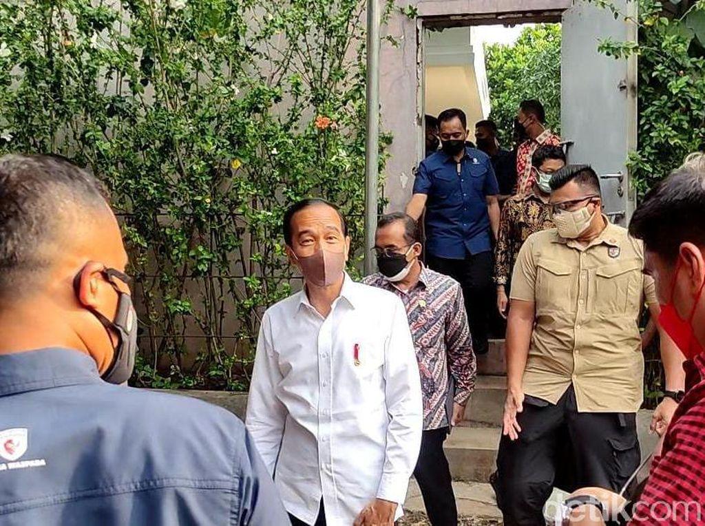 Jokowi, Anies hingga Ahok Melayat ke Rumah Duka Mendiang Sabam Sirait