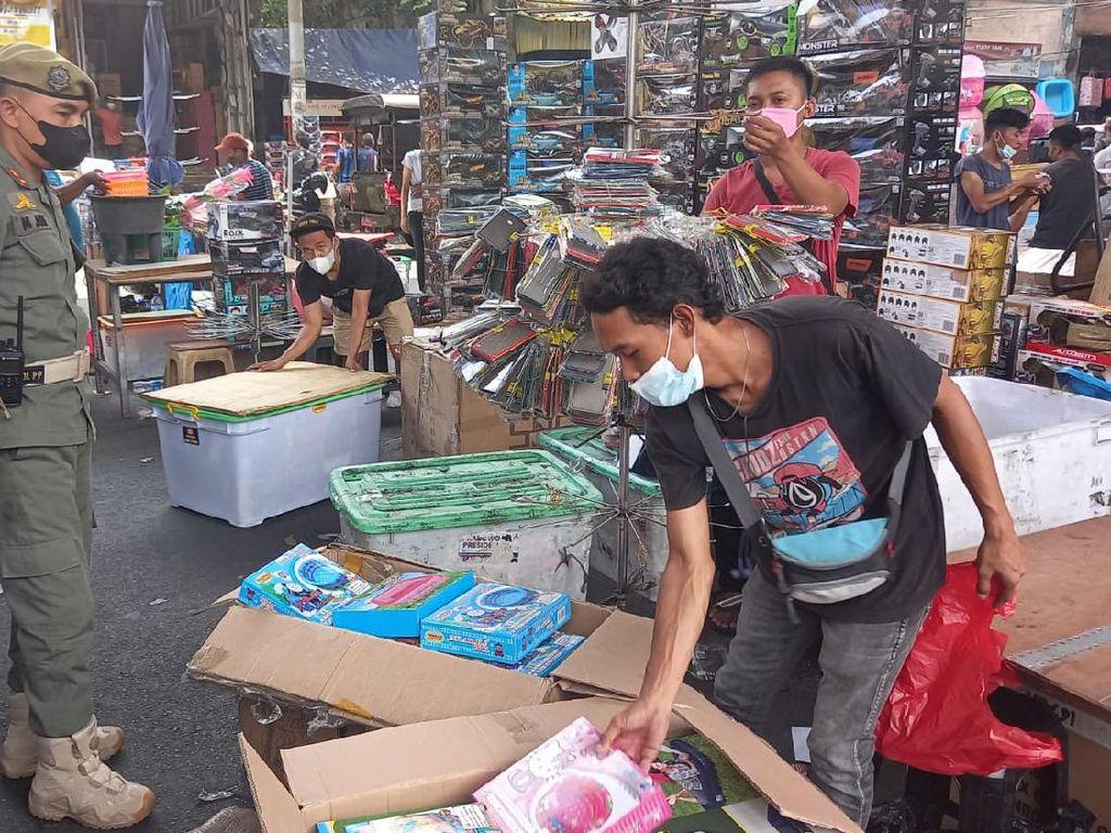 Kerap Bikin Macet, PKL di Pasar Pagi Asemka Dibubarkan Satpol PP