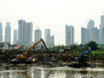 Cegah Banjir Jakarta, Ciliwung Digerebek Lumpur