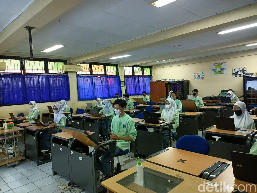 LaporCovid Ungkap Pelanggaran PTM: Sekolah Tak Taat Prokes-Paksaan Izin