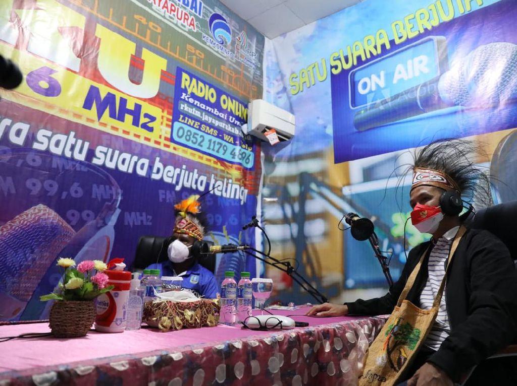 Siaran Radio di Papua, Ganjar Bahas PON hingga Ekonomi Kreatif