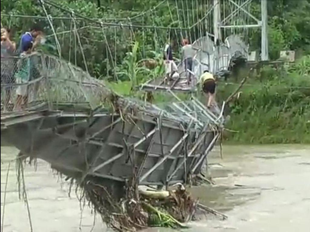 Gubsu: Perbaikan Jembatan Rusak Dilalui Siswa SD di Nias Utara Tahun 2022