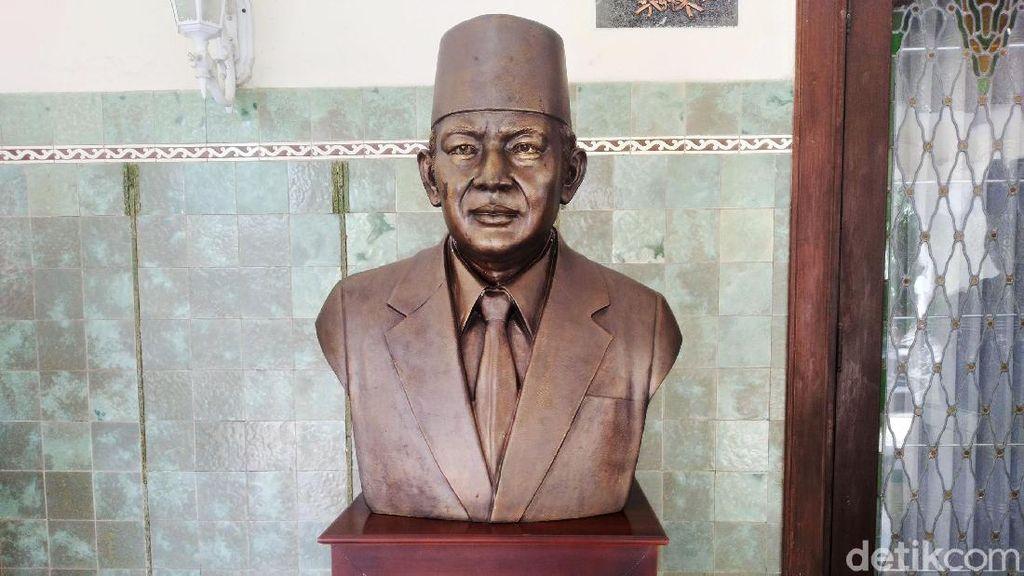 Tidak Musnah, Masih Ada Patung Soeharto di Rumdin Gibran