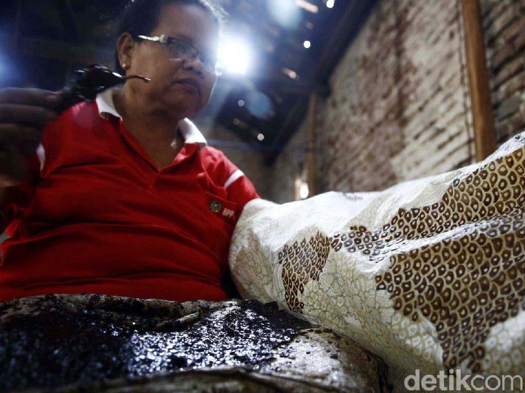Menanti Regenerasi Pengrajin Batik