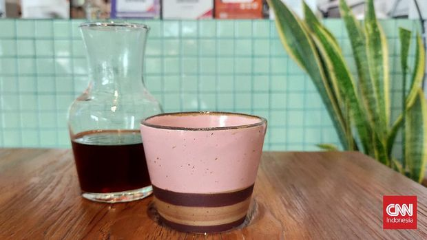 Menyicip kopi Malabar asal Jawa Barat di Chihiro Coffee, Kebayoran Baru, Jakarta Selatan.