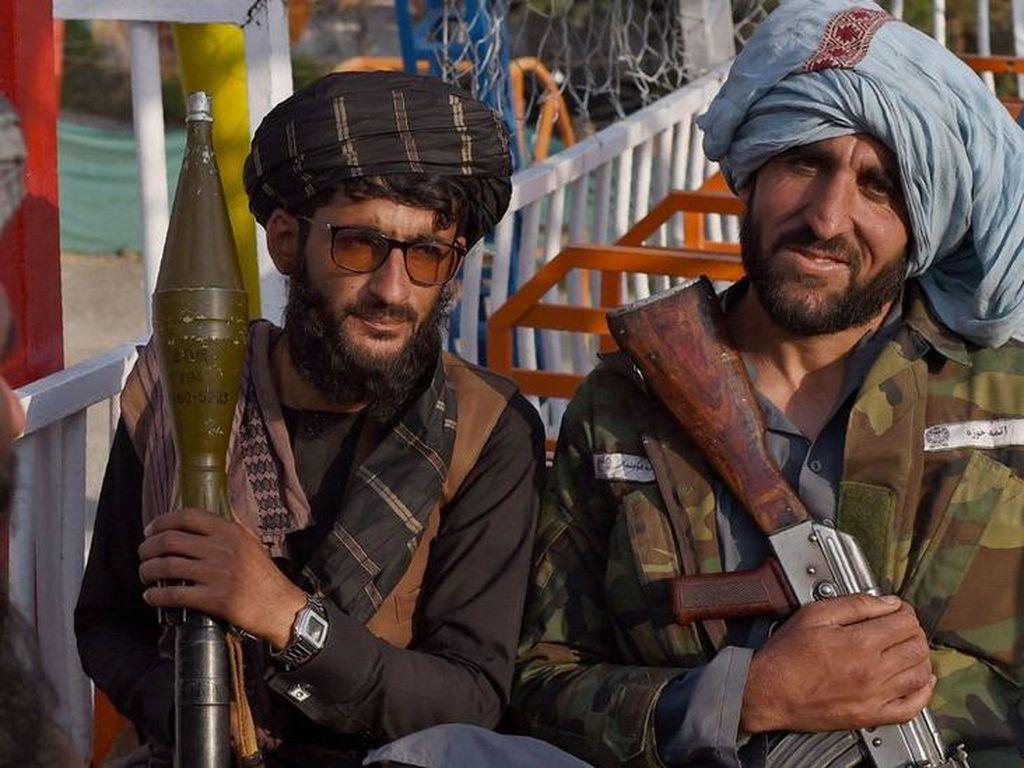 Kala Petempur Taliban Liburan ke Taman Bermain Meski Dilarang Wisata